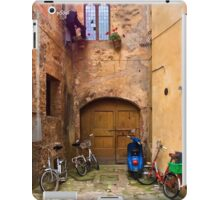 Lunchtime in Pienza Italy iPad Case/Skin