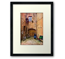 Lunchtime in Pienza Italy Framed Print
