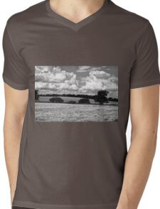 Wheat field in black and white Mens V-Neck T-Shirt