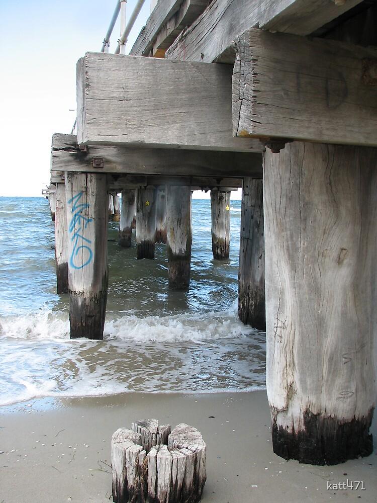 graffiti on the beach by katt471