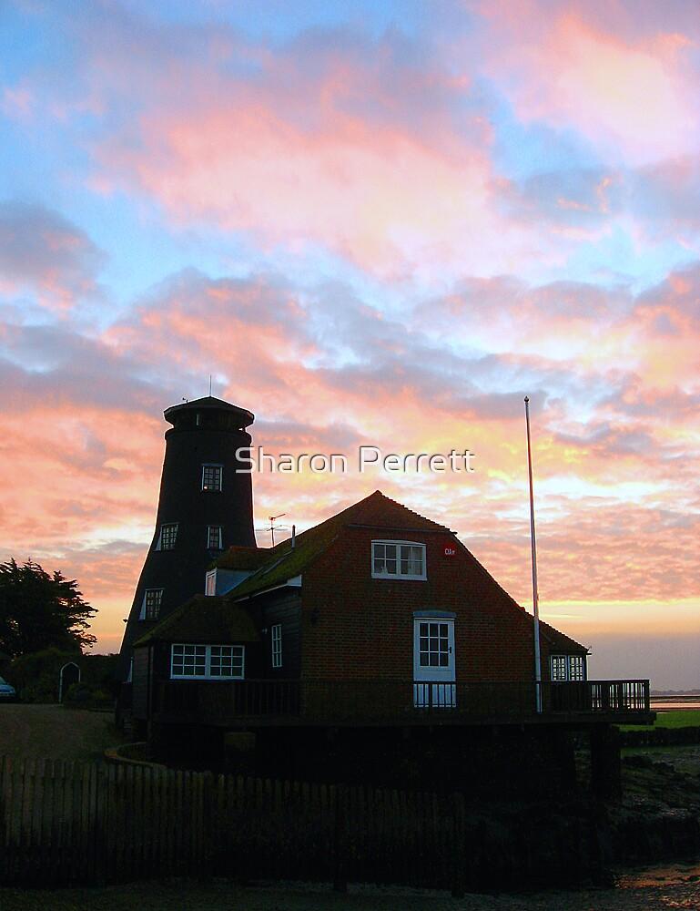 Sunrise (2) 27-10-07 by Sharon Perrett