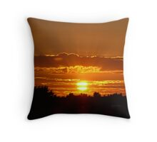 Sunset rays Throw Pillow