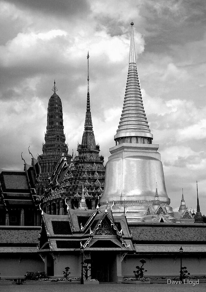 Wat Phra Kaew, Bangkok by Dave Lloyd