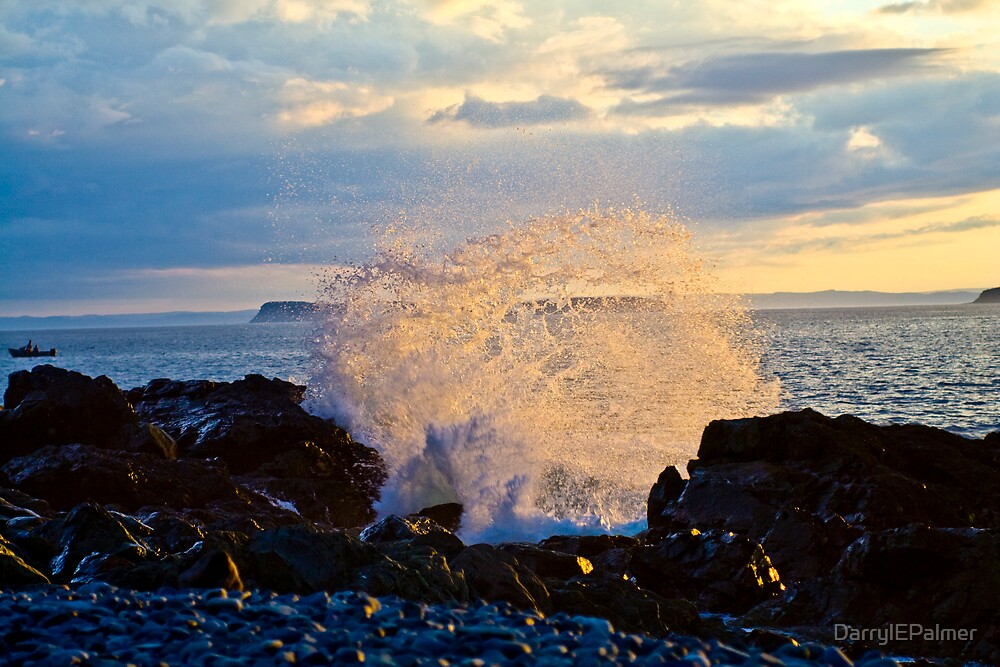 Waves crashing on the rocks by DarrylEPalmer