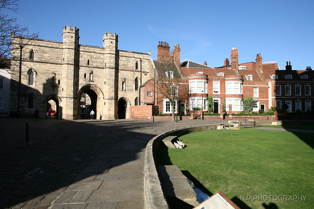 minster yard, lincoln catherdral by NJAPHOTOGRAPHY