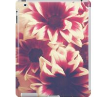 Retro red & white daisies  iPad Case/Skin