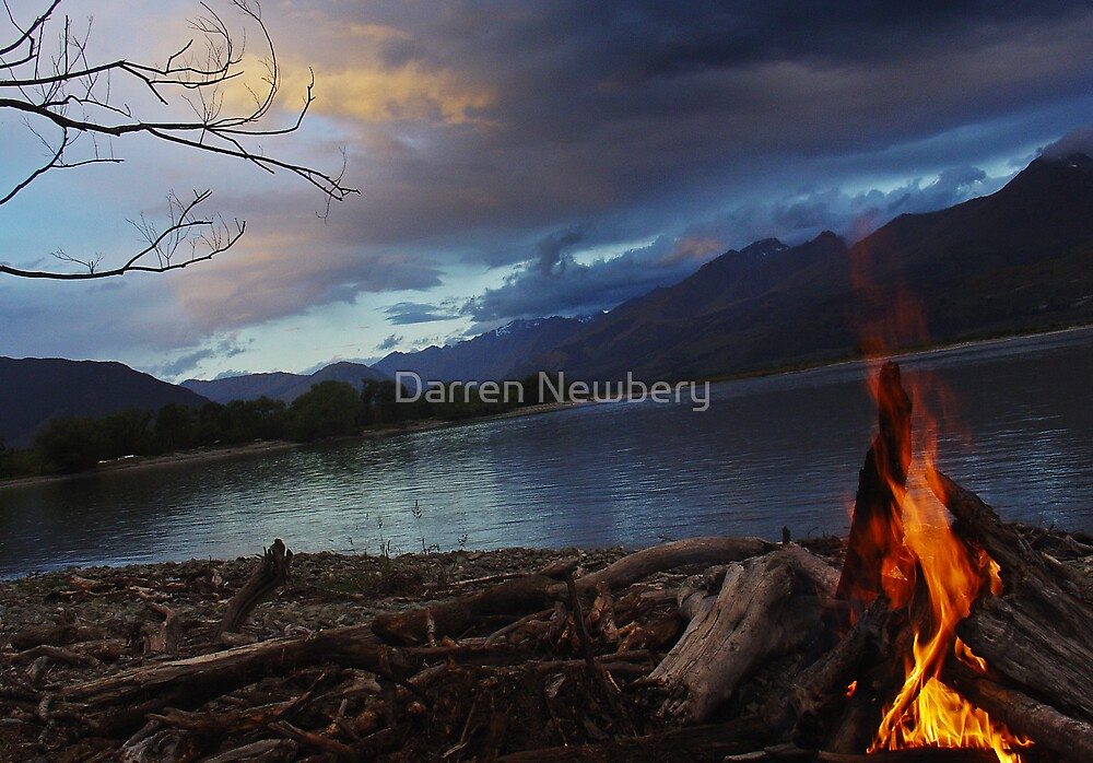 Camp Fire @ Lake Wakitipu, New Zealand. by Darren Newbery