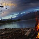 Camp Fire @ Lake Wakitipu, New Zealand. by Darren Newbery