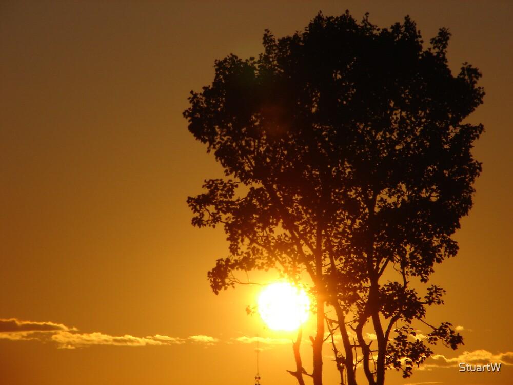 Sun Down by StuartW