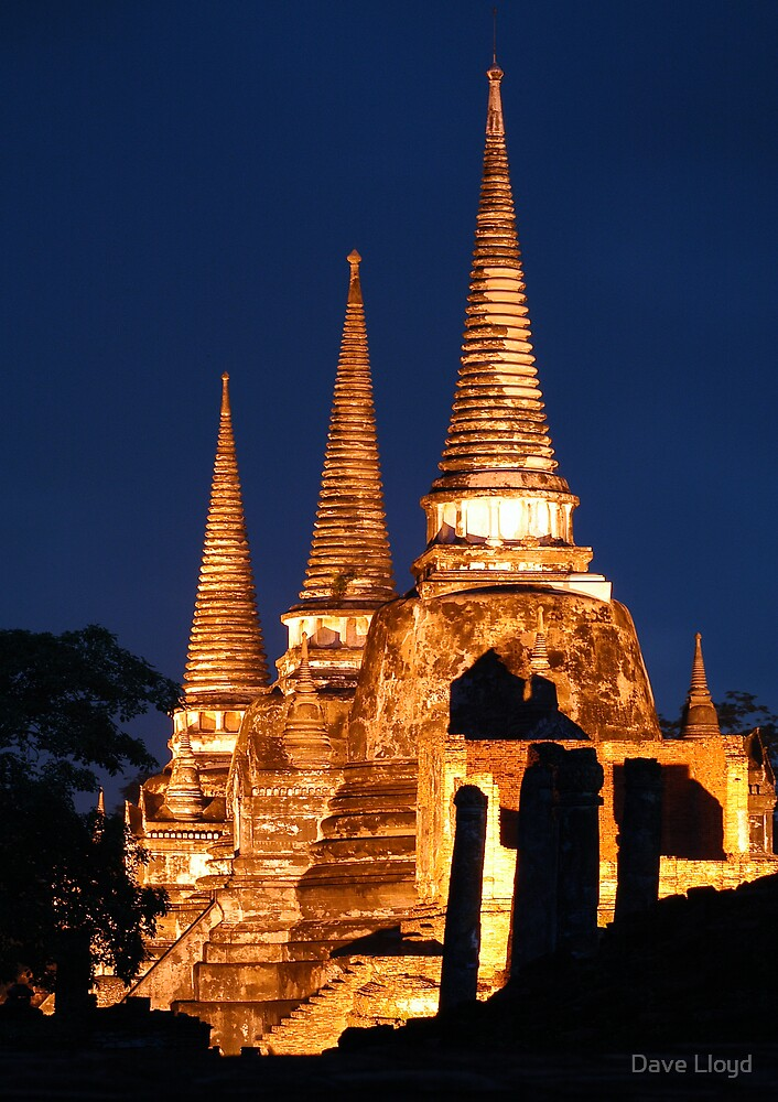Giant Chedi's by Dave Lloyd