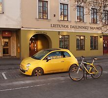 Fiat 500 and bicycle. by miniailov