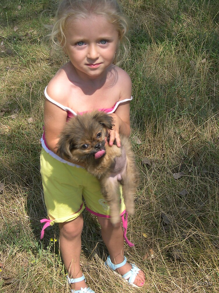 bambina moldava con cagnolino  by sergu