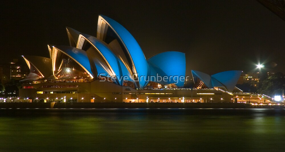 Sydney Opera House - Blue for Police Week 2006 by Steve Grunberger