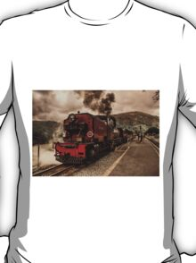 Steaming in the Welsh Highlands  T-Shirt
