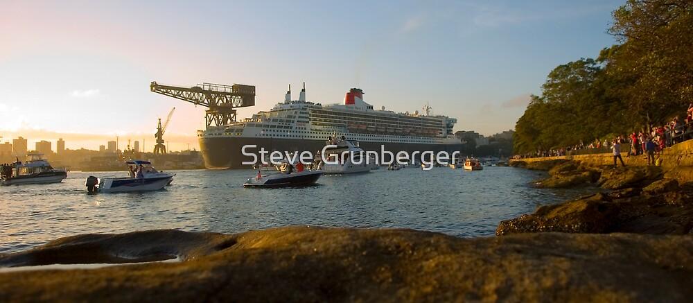 Queen Mary II - Docked by Steve Grunberger