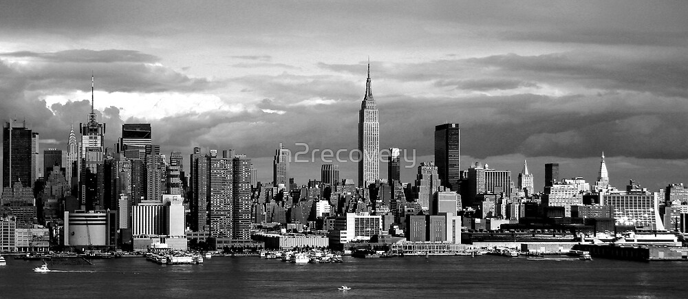 New York City Skyline by h2recovery