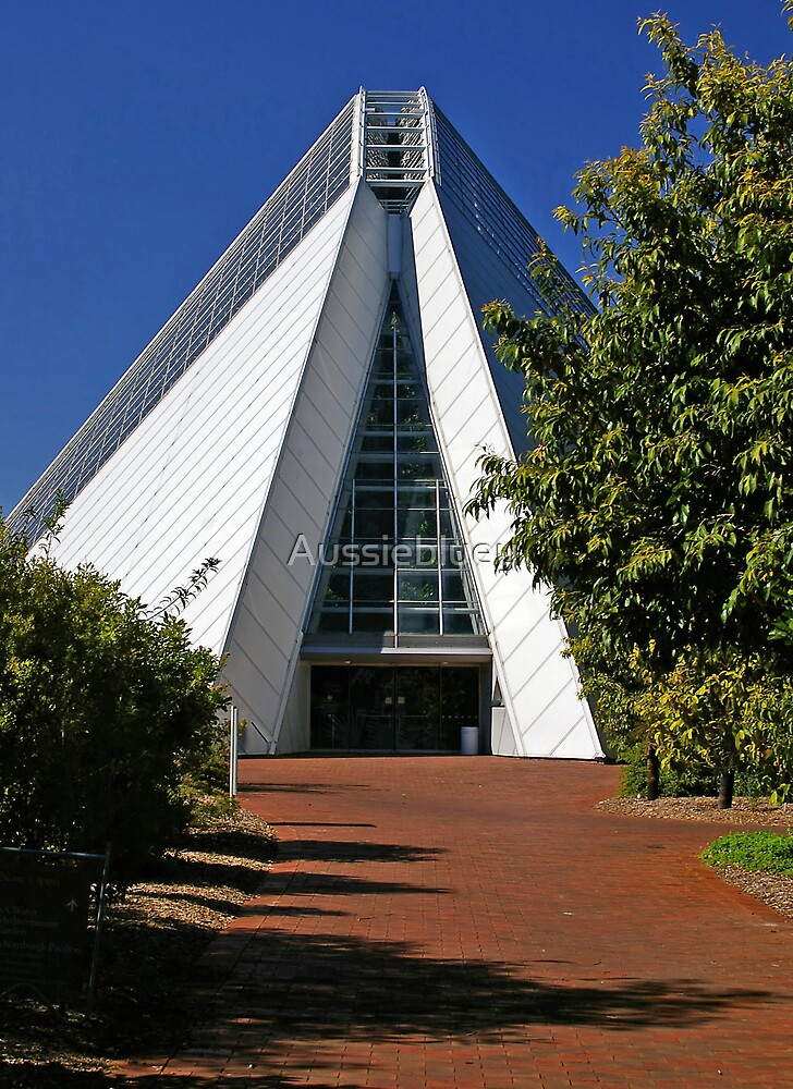 Bicentennial Conservatory. by Aussiebluey
