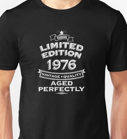 Born In 1976 40 Years Old Gifts Unisex T-Shirt