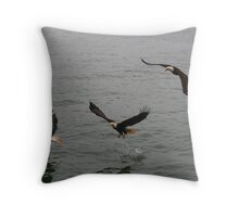 eagles in the sky Throw Pillow