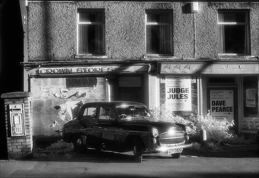 Hillman at Crown Stores by Hywel Harris