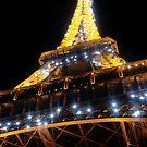 Flashing Eiffel Tower by gratephich