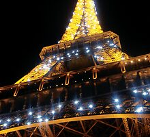 Flashing Eiffel Tower by gratephich