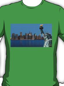 Early morning New York City skyline panorama T-Shirt