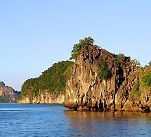 Rocky Islands at Sunset - Hạ Long Bay, Vietnam. by Tiffany Lenoir