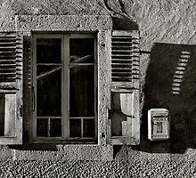 Lá Fenetre by Aidan Clarkson