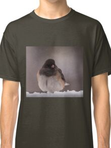 Dark-Eyed Junco in the snow Classic T-Shirt