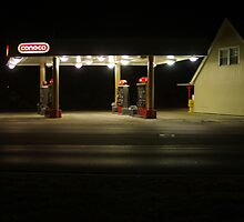 Empty Conoco Station by Jelderkc