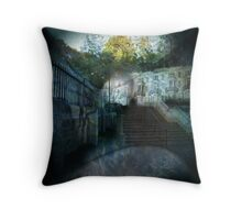 daydream overflow Throw Pillow