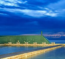 Newcastle Ocean Baths Sunrise by tismeau