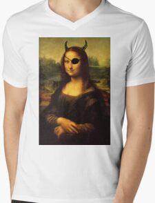 a bit less classy mona lisa Mens V-Neck T-Shirt