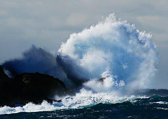 Detonating Wave by Geoff  Coleman - Landscapes
