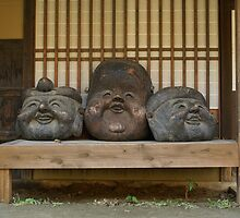 Three Heads on a Seat by taztravels