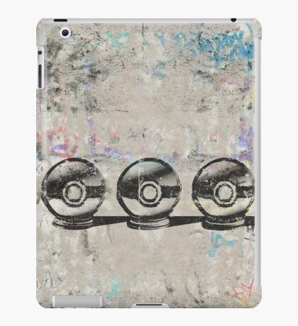 Pokemon - 3 Pokéballs Graffiti (Black) iPad Case/Skin