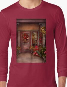 Winter - Store - Metuchen, NJ - Dressed for the holidays Long Sleeve T-Shirt