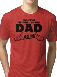 THIS IS WHAT THE WORLDS GREATEST DAD LOOKS LIKE Tri-blend T-Shirt