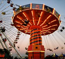 Swing Ride Lit Up On Navy Pier by gottschalkphoto