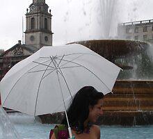 Girl at Trafalgar by retsilla