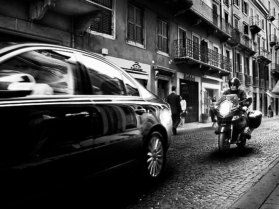 Verona Traffic by Daniel  Rarela