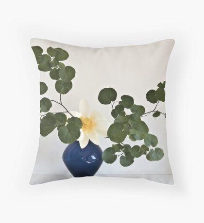 Ikebana-058 Throw Pillow