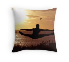 wings spread Throw Pillow