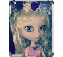 Cachou-Gwendolynn and her fairy crown of nature iPad Case/Skin