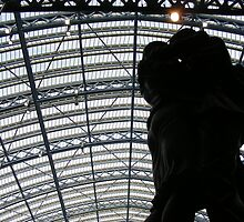 lovers in st.pancras by evaahn