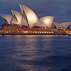 Sydney Opera House at night by simonwoolley