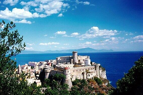 Castles of Gaeta by caroler