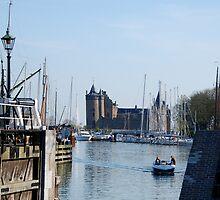 The Muiderslot seen from the sea locks of Muiden by jchanders
