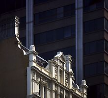 Photograph : Buildings, Collins Street, Melbourne by Roz McQuillan
